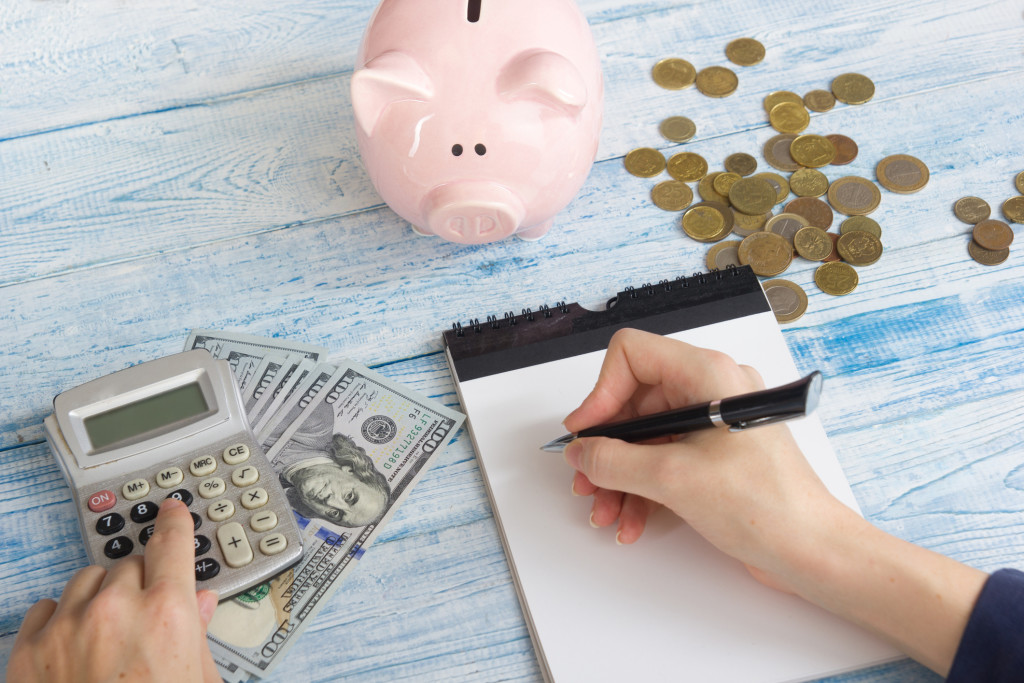 7 Ways To Save Money Like the Pros