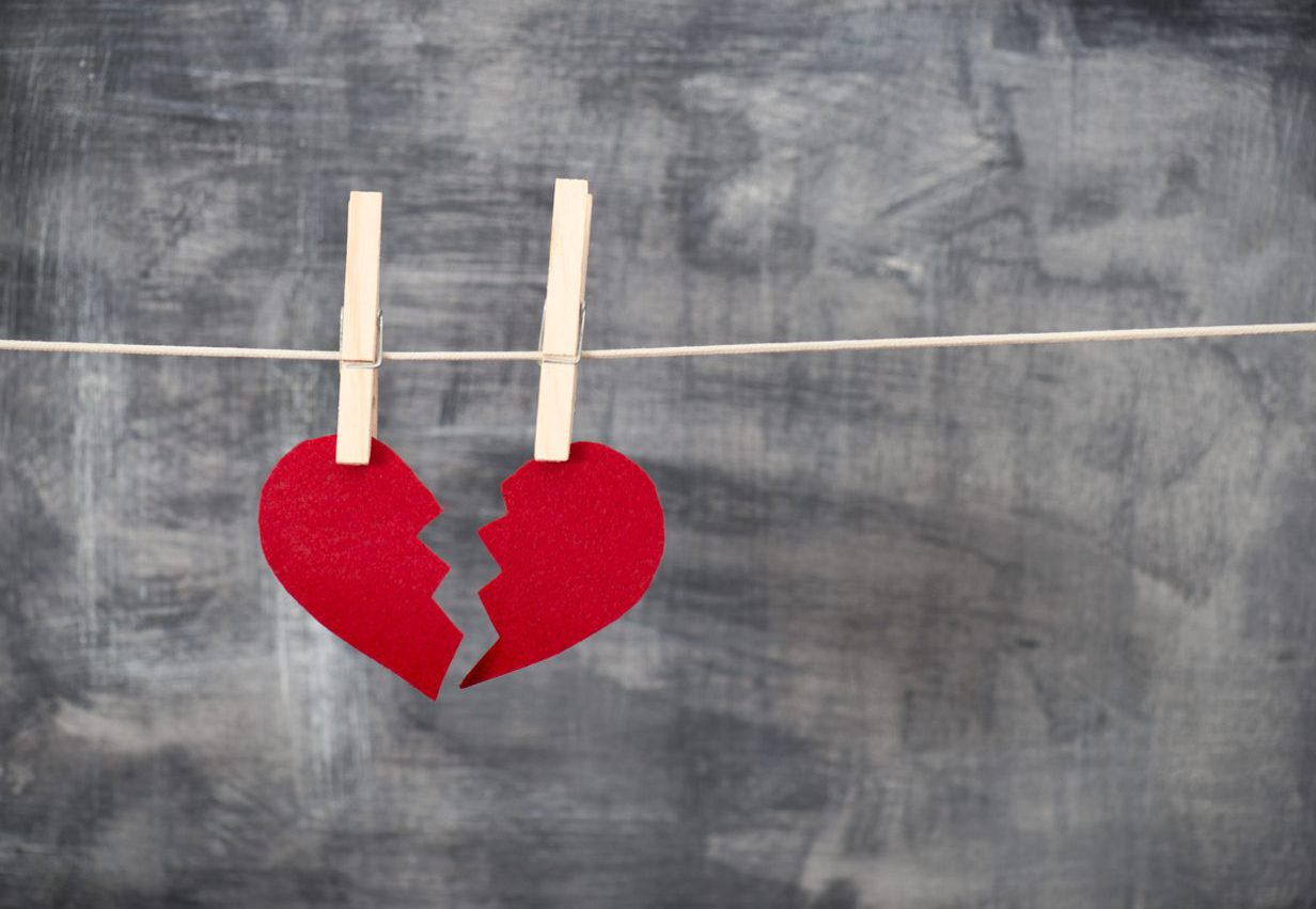 These Valentine's Day Scams Will Leave You Broke